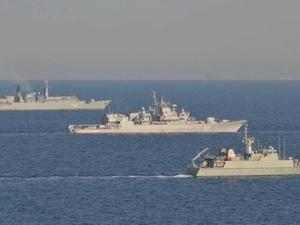 Незаконное вторжение: что известно о столкновении военных кораблей Украины и России в Черном море к этой минуте