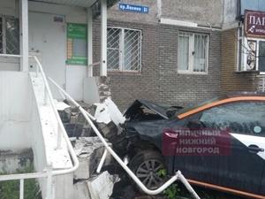 «Делимобиль» протаранил забор на проспекте Ленина после снятия запрета на каршеринг