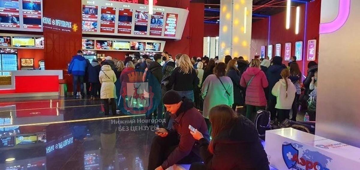 Нижегородцы жалуются на очереди в кинотеатрах - фото 1