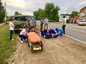 Маневры мопеда и «буханки» привели к ДТП на одной из улиц Лукоянова