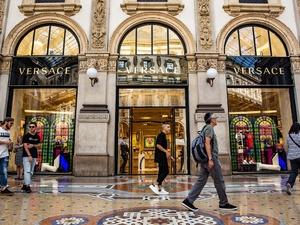 Michael Kors приобрела модный дом Versace почти за 2 млрд евро