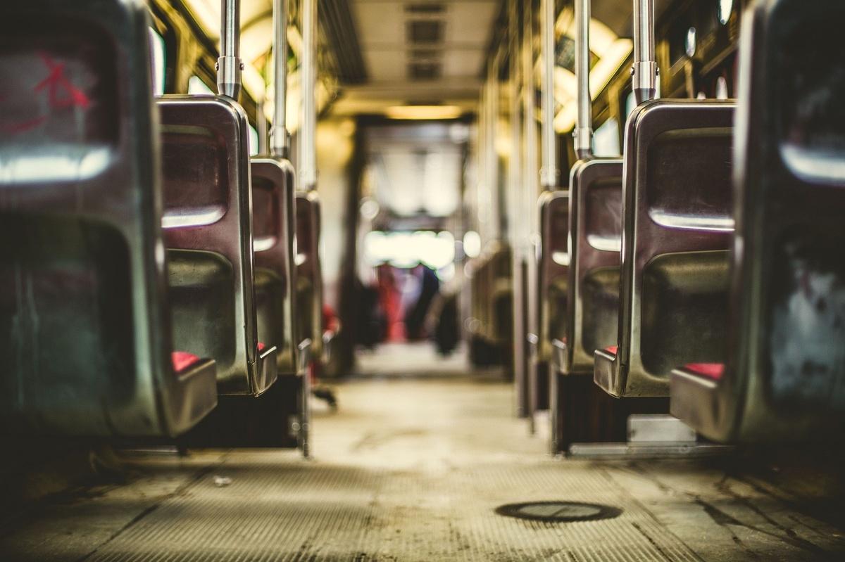 Пять надежных способов защититься от коронавируса в общественном транспорте - фото 1