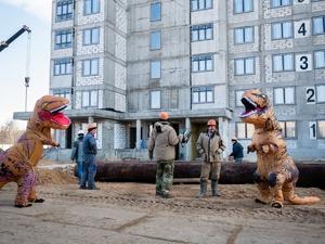 Динозавры занимаются возведением одного из ЖК в Нижнем Новгороде