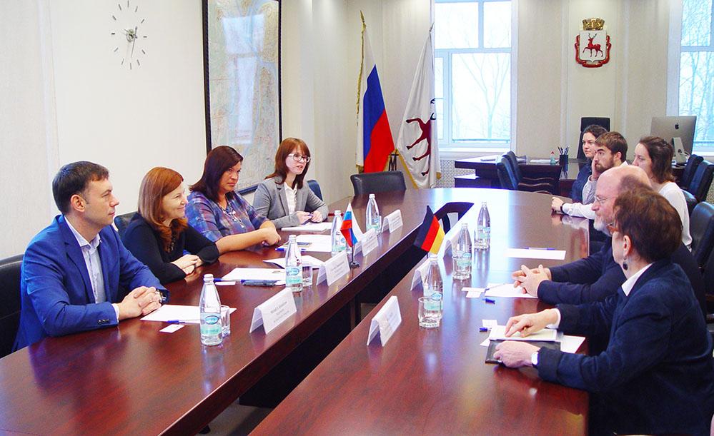 Мэр Нижнего Новгорода предложила превратить синие заборы вобъекты искусства