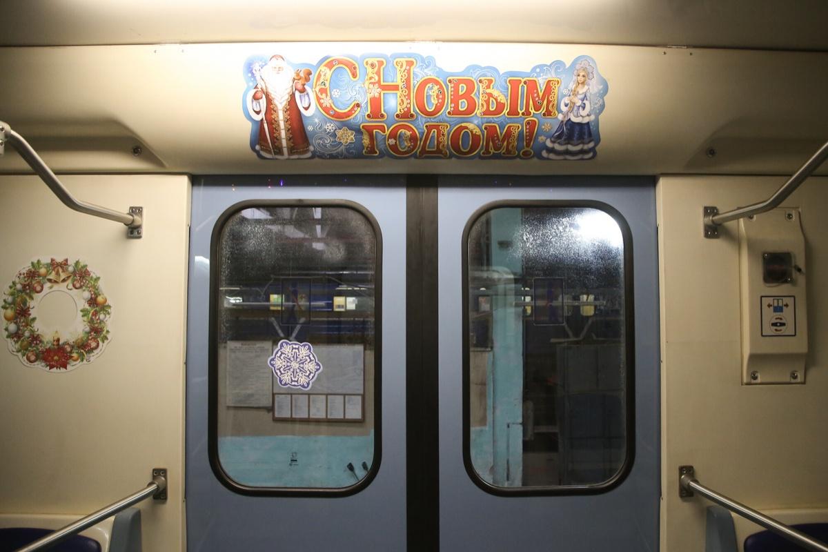 Новогодний поезд запустили в нижегородском метро - фото 1