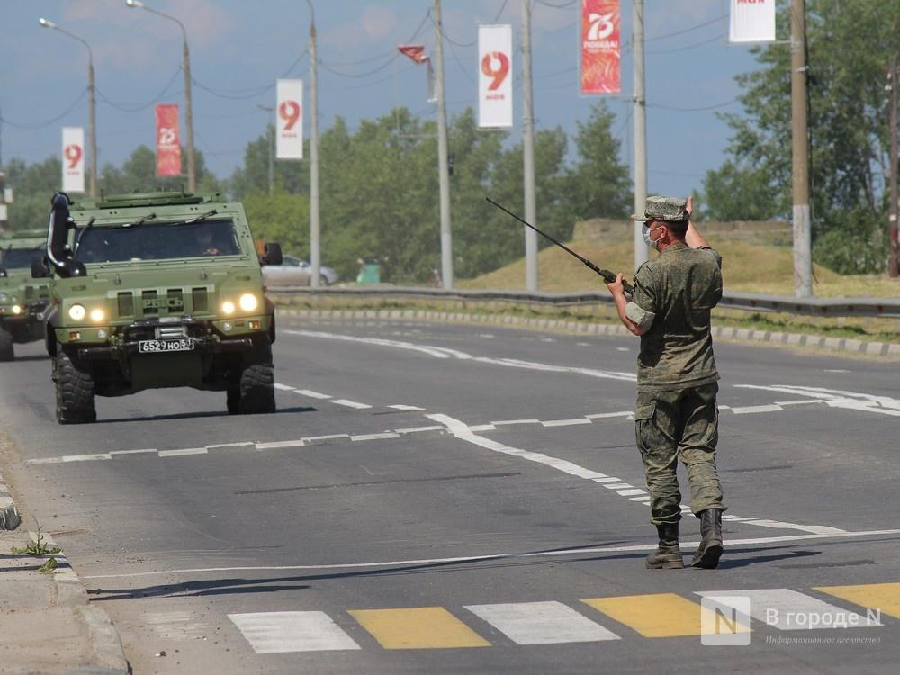 Танкисты в масках: первая репетиция парада Победы прошла в Нижнем Новгороде - фото 2