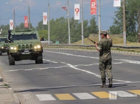 Танкисты в масках: первая репетиция парада Победы прошла в Нижнем Новгороде - фото 29