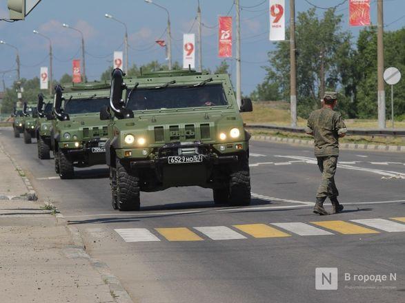 Танкисты в масках: первая репетиция парада Победы прошла в Нижнем Новгороде - фото 43