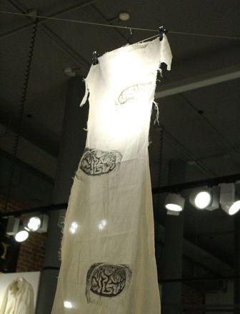 Смертельные горки и платье с мозгом: три новые выставки открылись в нижегородском «Арсенале» в честь его 22-летия - фото 7