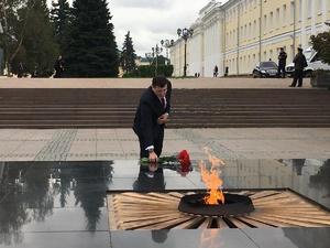 Перед инаугурацией Никитин возложил цветы к Вечному огню в Нижегородском кремле
