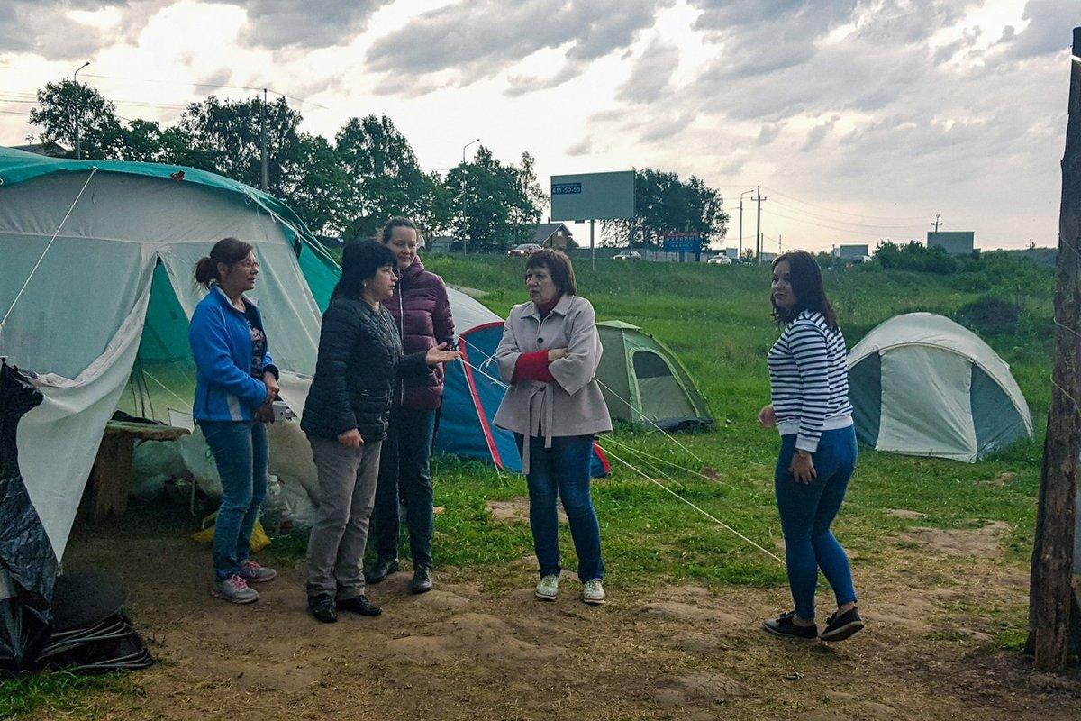 «Либо бульдозеры зайдут в лагерь, либо краны — на стройку», — обманутые дольщики - фото 4
