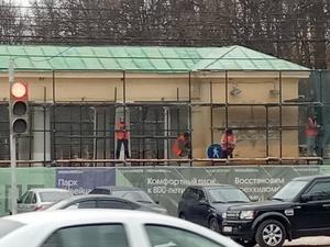 Реставрация входных групп началась в парке «Швейцария»