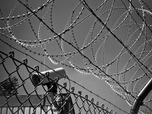 Заключенный попытался убить сотрудника исправительной колонии на Бору