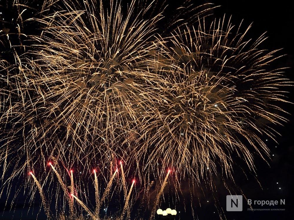 Салют за 415 тысяч рублей запустят с Чкаловской лестницы в Нижнем Новгороде в Новый год - фото 1
