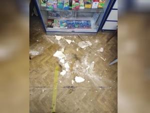 В борском почтовом отделении посыпался потолок