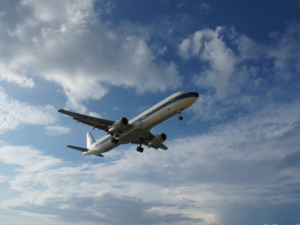 Зачем при взлете самолета нужно поднимать спинку кресла
