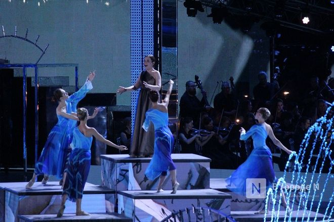 Огонь, вода и звезды эстрады: Как прошло гала-шоу 800-летия Нижнего Новгорода - фото 70