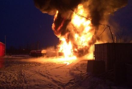 Загоревшийся бензовоз в Кстовском районе тушили 100 человек