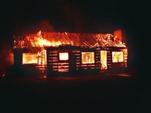 Тело пенсионерки обнаружили в сгоревшем доме Большеболдинского района