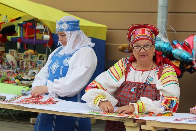Нижегородцы вышили 25-метровый «Рушник дружбы» в День России - фото 17